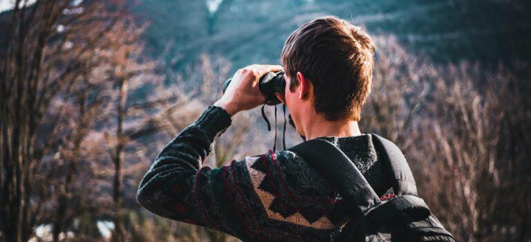 Bliv klar til sommerens outdoor ture med en kikkert