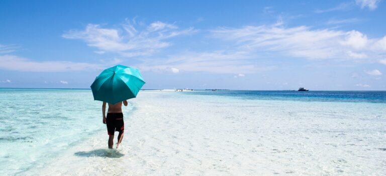 Bliv strandklar med en flot strand parasol